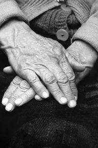 old-womans-hands-emanuel-tanjala