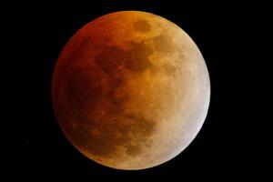 0413-blood-moon-eclipse_full_600
