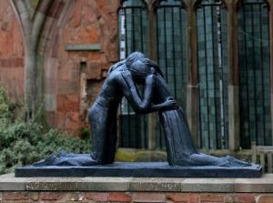 reconciliation-coventry-statue