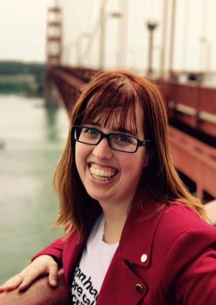 Carolyn Homer portrait by the Golden Gate bridge